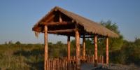 9月18日拍摄的玛纳斯国家湿地公园的路边凉亭。人民日报记者 亓玉昆 摄 - 人民网