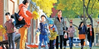 """【致敬40年 改革开放再出发——乌鲁木齐奋力书写时代答卷·映像】乌鲁木齐的幸福""""表情"""" - 市政府"""