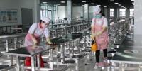 新疆中小学加强食堂防控管理 实行错时就餐 - 中国新疆网